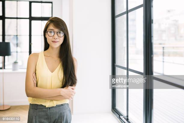 young asian entrepreneur - waist up stock pictures, royalty-free photos & images
