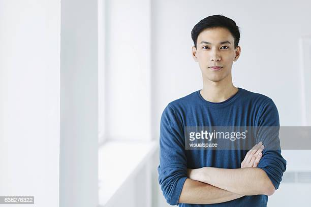 young asian man - frontaal stockfoto's en -beelden