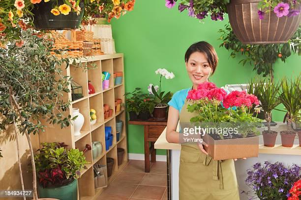 Junge asiatische Frau Shopping Geschäftsinhaber der Garten-Center-Hz
