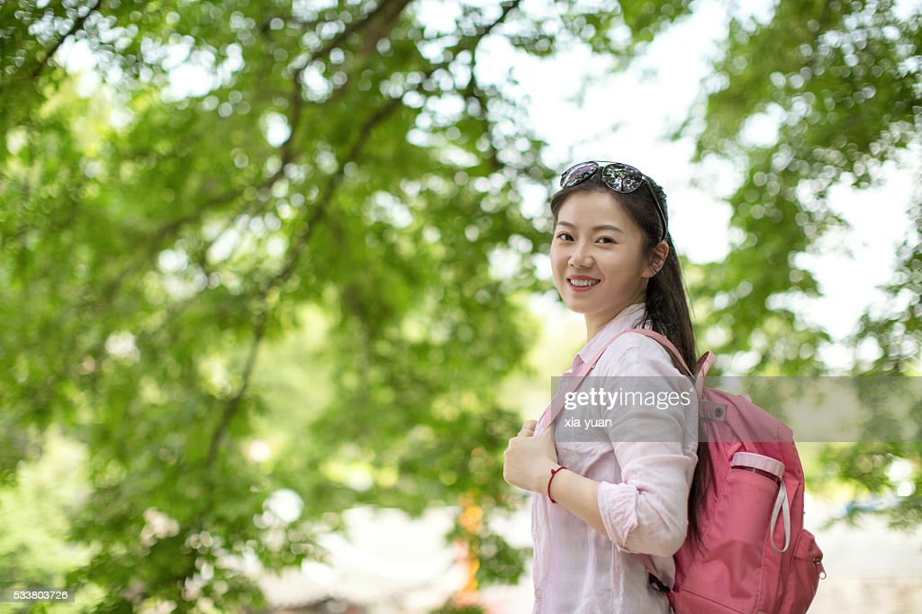 Young asian woman under tree,smiling and looking to camera : Foto stock
