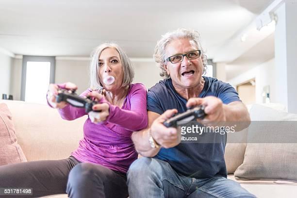 Jovem no coração avós série : Jogar jogos de vídeo