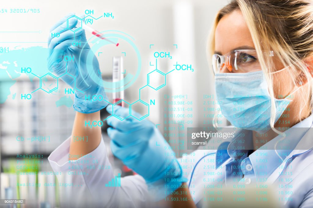 Young attractive female scientist researching in the laboratory : Foto de stock