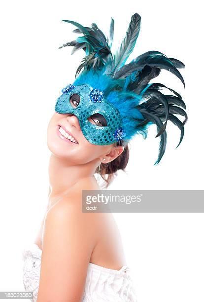 Mulher jovem e bonita em Máscara em branco