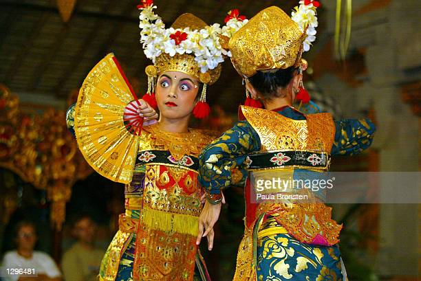 Young Balinese female dancers with the Tirta Sari dance group perform a Legong Kraton dance for tourists August 6, 2002 in Ubud, Bali, Indonesia....