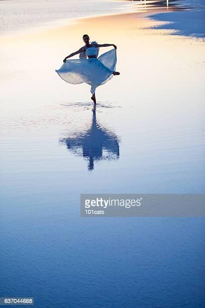 young ballerina dancing on the salt lake - arte, cultura e espetáculo imagens e fotografias de stock