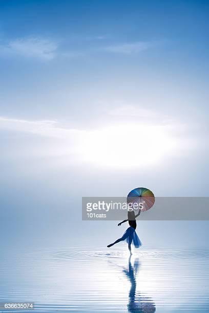 young ballerina dancing with color umbrella on the salt lake - arte, cultura e espetáculo - fotografias e filmes do acervo