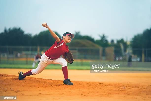 young baseball league pitcher - pitcher stockfoto's en -beelden