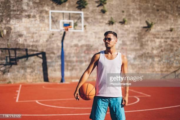 若いバスケットボール選手 - バスケットボールのユニフォーム ストックフォトと画像