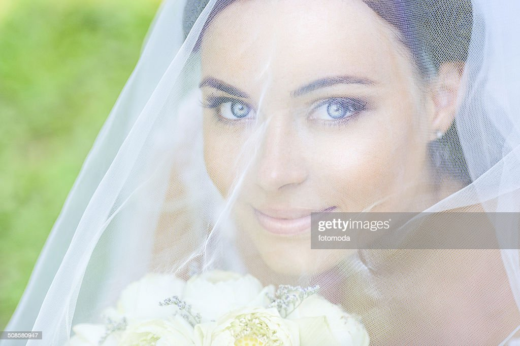 Young Beautiful bride : Stock Photo