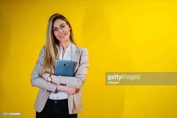 jovem linda empresária - feminidade - fotografias e filmes do acervo