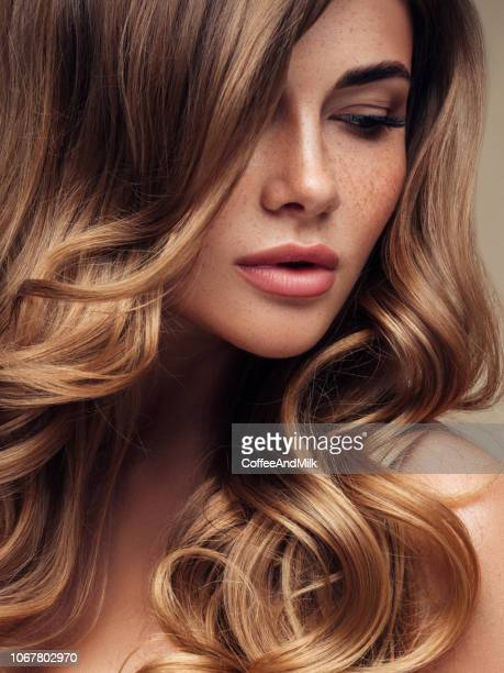 young beautiful model with long wavy well groomed hair - capelli o peli foto e immagini stock