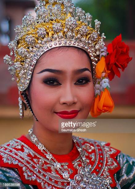 CONTENT] A young beautiful Thai lady in ethnic dress at Bodhgaya on the eve of Buddha Purnima celebration