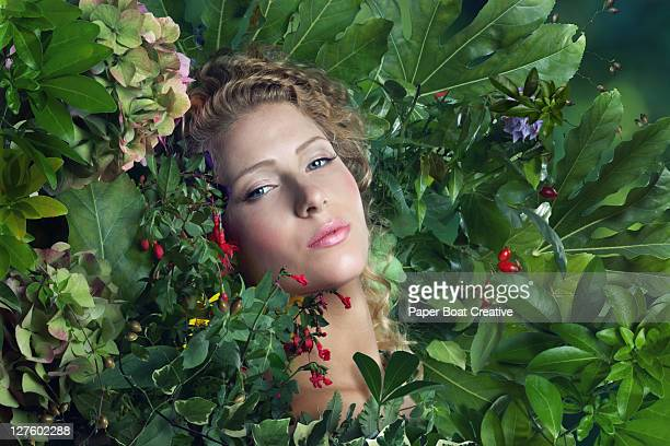 young beautiful woman lying on a bed of leaves - 囲む ストックフォトと画像