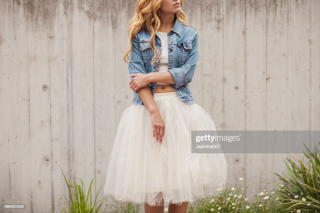 Young beautiful woman outdoors : Stock Photo