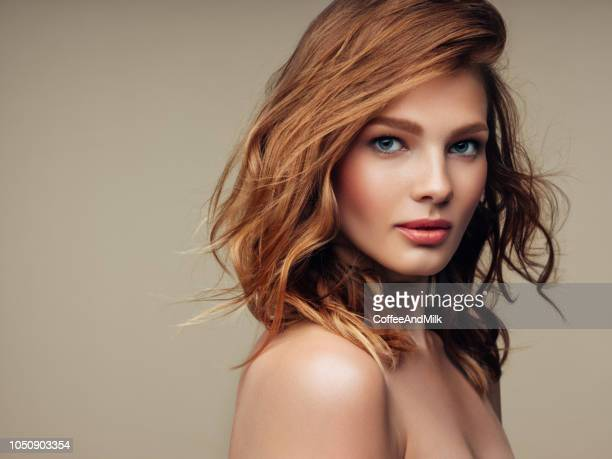 mooie jongedame - beautiful woman stockfoto's en -beelden