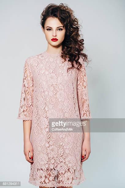 Jeune Belle femme portant robe