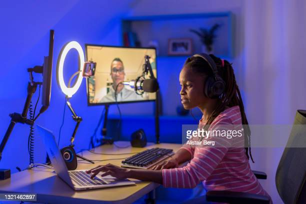 young black woman recording a business podcast - live ereignis stock-fotos und bilder