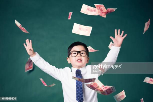 Jonge jongen Accountant horloges geld val van Sky