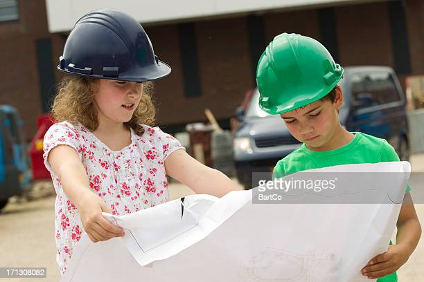 Jeune Garçon et fille, cherchez à blueprint