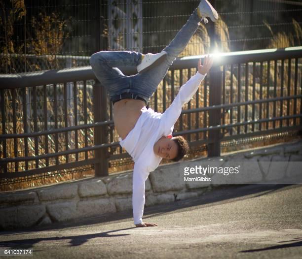 young boy breakdancing - 逆さ ストックフォトと画像