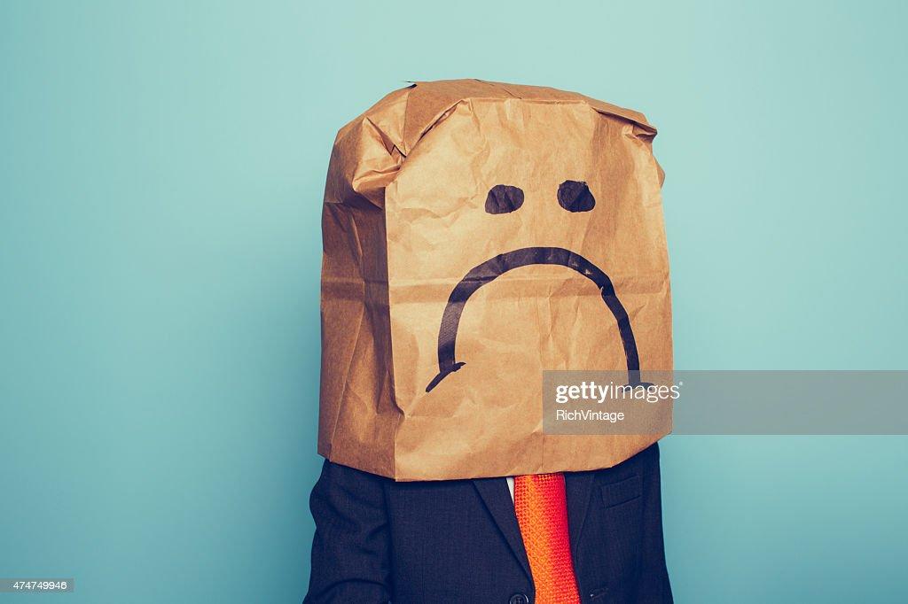Junge Geschäftsmann trägt traurig Gesicht : Stock-Foto