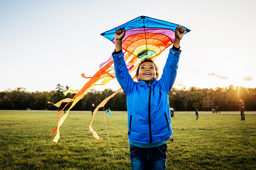 Young Boy Enjoying Learning How To Fly Kite - gettyimageskorea