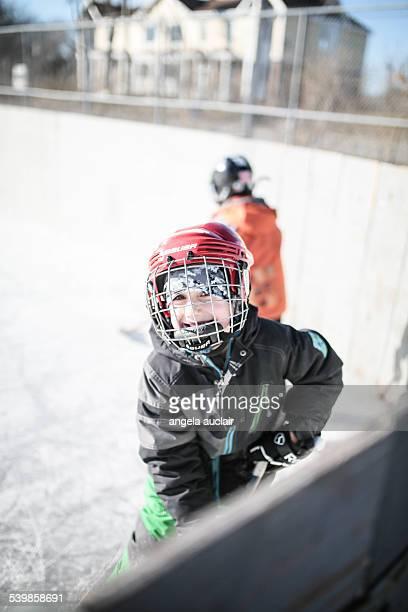 young boy playing hockey in winter - アイスホッケーグローブ ストックフォトと画像