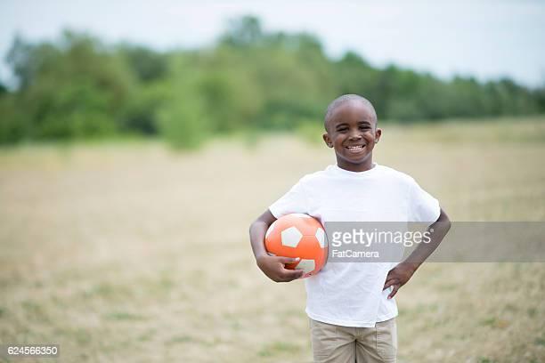Niño jugando Futbol