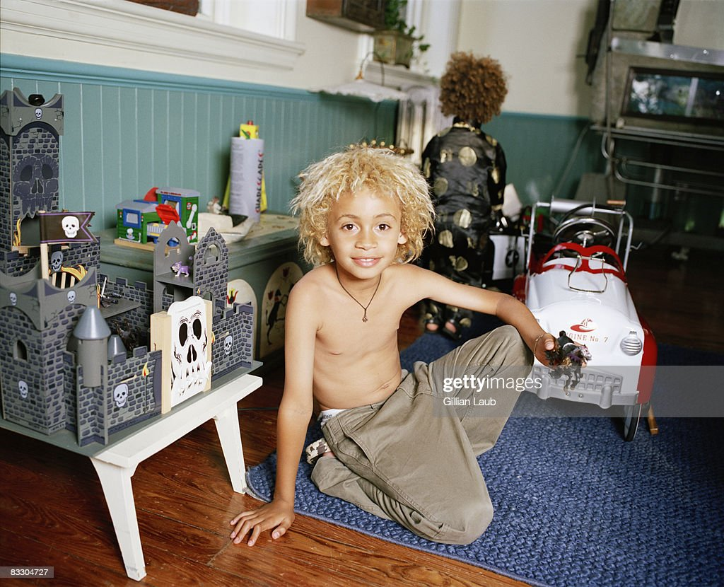 Toys For Family Reuion : Young boy playing with toys at family reunion stock foto