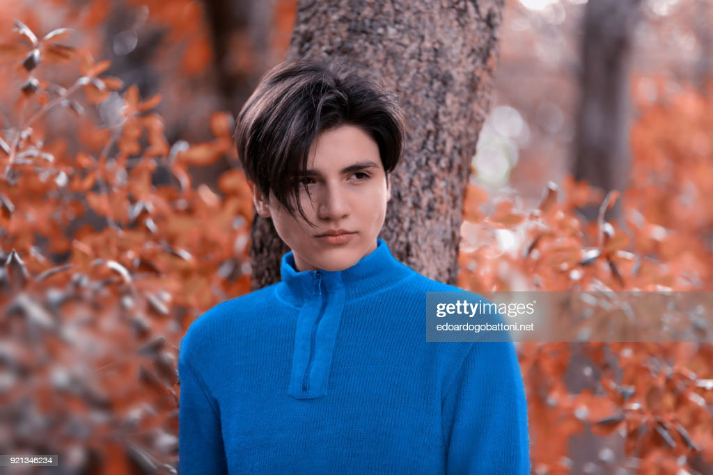 Young boy portrait in the forest : Foto stock