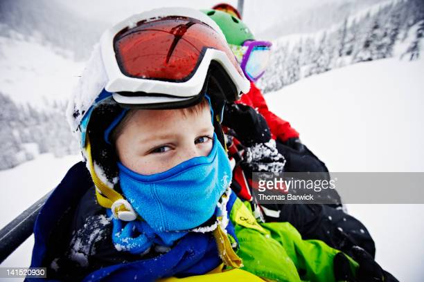 young boy riding chair lift with dad and brother - sport d'hiver photos et images de collection