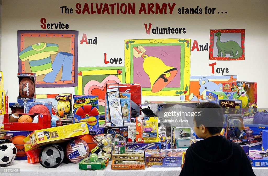 Salvation Army Helps Low Income Families Shop For Holidays : News Photo