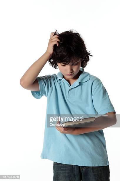 young boy struggling with his homework. - alleen één jongen stockfoto's en -beelden