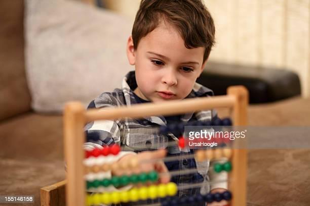 aprendizaje de matemáticas - autismo fotografías e imágenes de stock