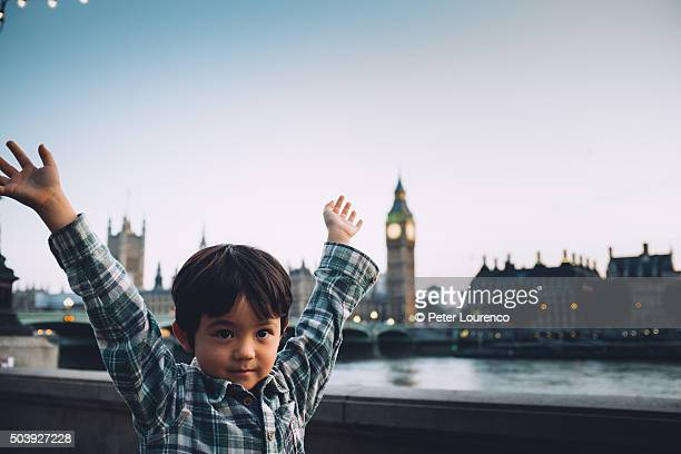 young boy visiting london - peter lourenco imagens e fotografias de stock