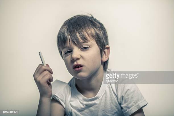 Jeune garçon avec une Cigarette à la main, Shifty yeux