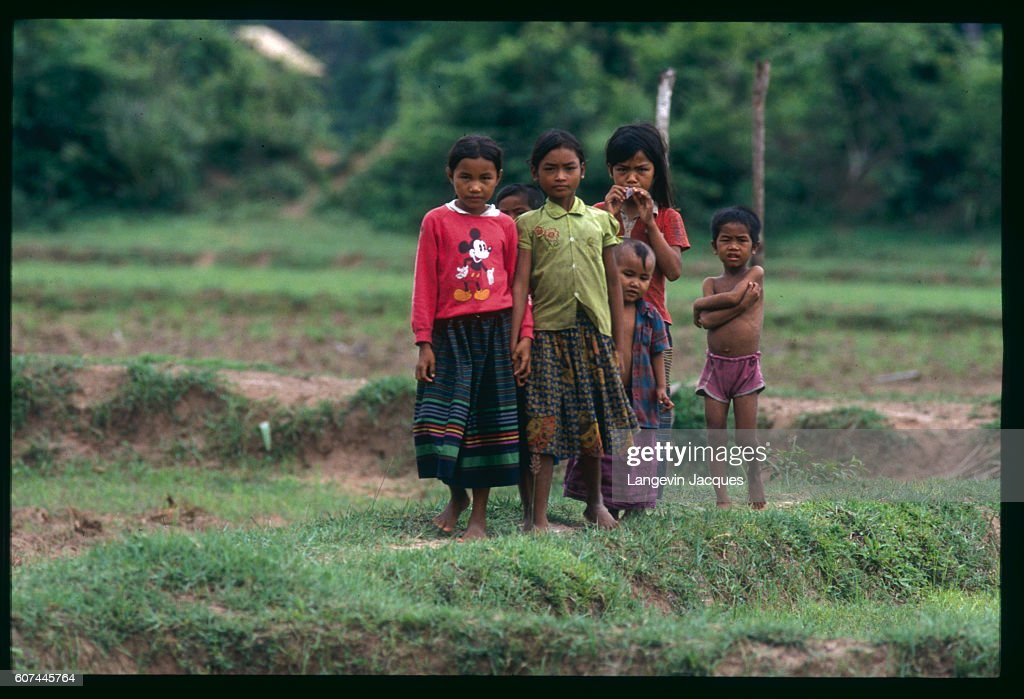 Young Boys And Girls Stand Together In The Village Of Vatt Serei Nieuwsfoto S Getty Images