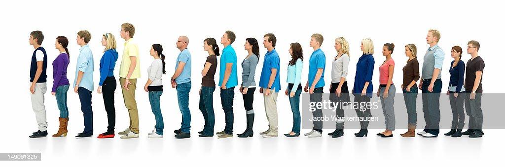 Junge Jungen und Mädchen stehen in einer Linie : Stock-Foto