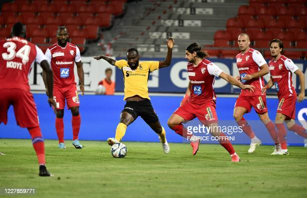 Young Boys' Cameroonian midfielder Moumi Ngamaleu controls the ball during the Swiss Super League football match between FC Sion and BSC Young Boys...