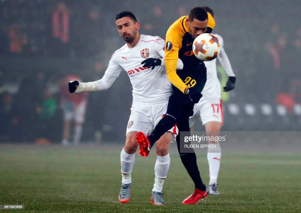 Young Boys' forward Guillaume Hoarau (R) and Skenderbeu's midfielder Sabien Lilaj vie for the ball during the UEFA Europa League Group B football match between Young Boys and Skenderbeu at the Suisse Stadium on December 7, 2017 in Bern. / AFP PHOTO / Ruben SPRICH