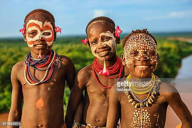 若い男の子カロ族から、エチオピア、アフリカ