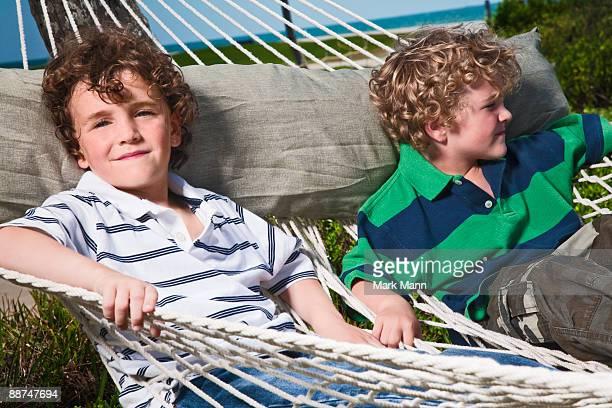 young boys relaxing in a hammock. - captiva island - fotografias e filmes do acervo