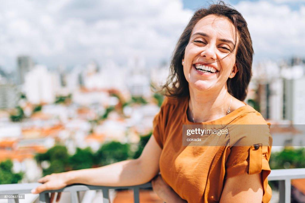 Retrato de jovem brasileira : Foto de stock