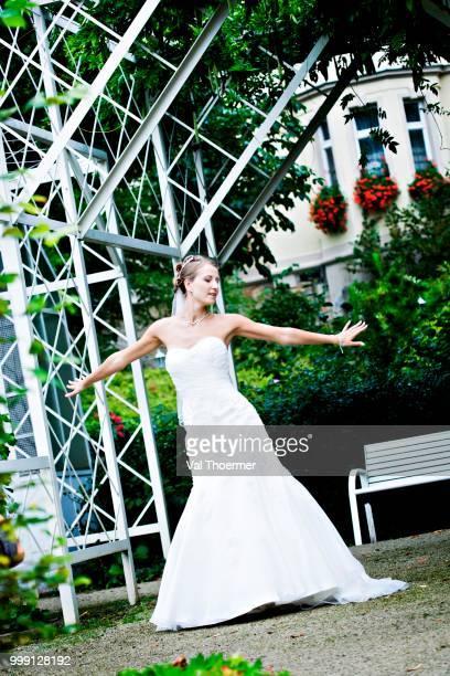 Young bride, Rosengarten park, Coburg, Bavaria, Germany
