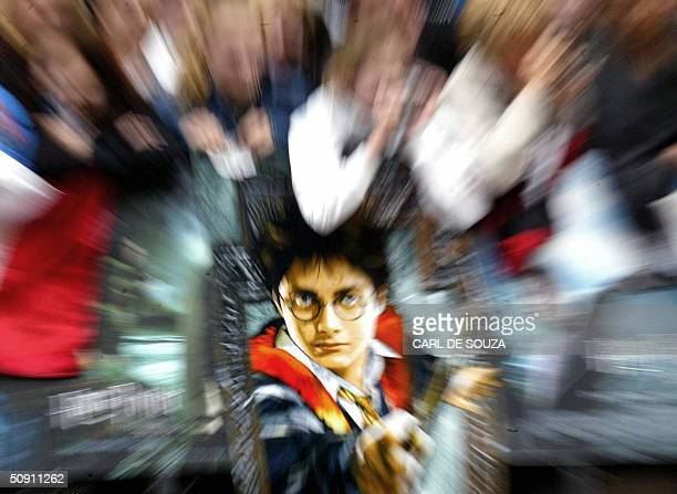Young British fans await a glimpse of their favourite stars at the premiere for the latest Harry Potter Film the Prisoner of Azkaban at Leicester...
