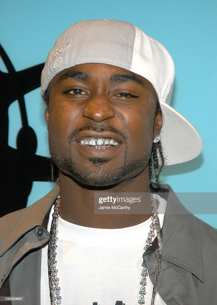 """Young Buck of G-Unit Visits MTV's """"TRL"""" - August 23, 2004 : News Photo"""