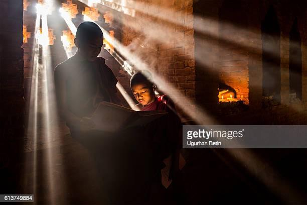 Junge Buddhistische Mönche in Myanmar