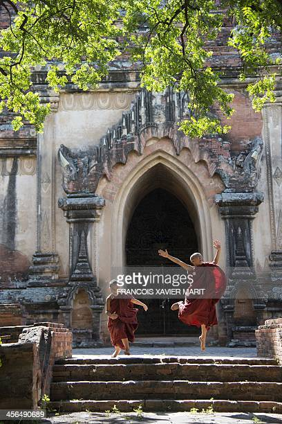 Young Budhist monks play in front of the Sulamani temple on November 29 2013 in Minnanthu near Bagan AFP PHOTO / FRANCOIS XAVIER MARIT