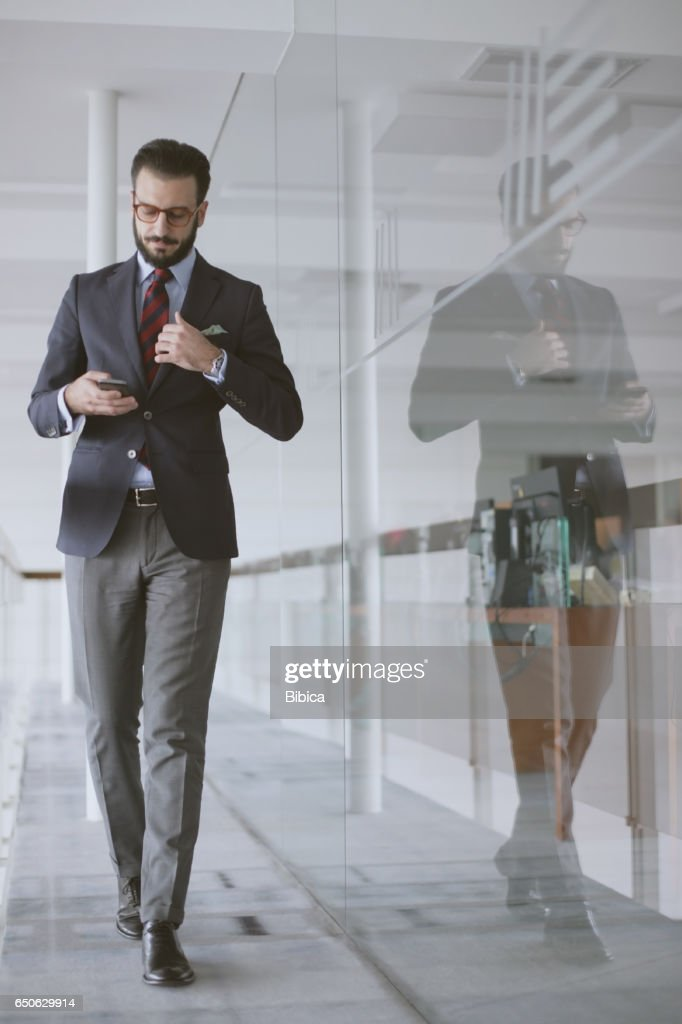 Young business man on the phone : Stockfoto
