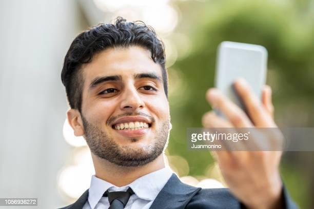 若いビジネス人のビデオ会議 - イラン人 ストックフォトと画像